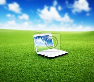notebook na zielonym polu