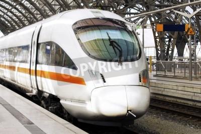 Obraz Nowoczesne szybka kolej odbiega od gotowa kolejowej station.Germany