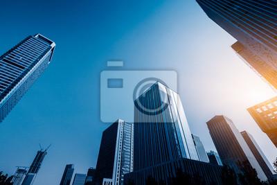 Obraz Nowoczesny budynek biurowy przeciw błękitne niebo.