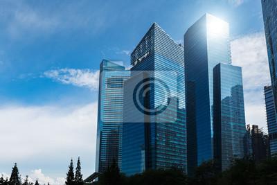 Obraz Nowożytni błękitni drapacze chmur przy w centrum okręgiem. Tło krajobraz biznesu. Singapur miasto
