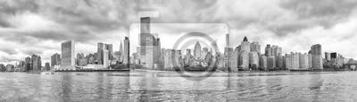Nowy Jork czarno-biały panoramiczny widok z Roosevelt Island, USA.