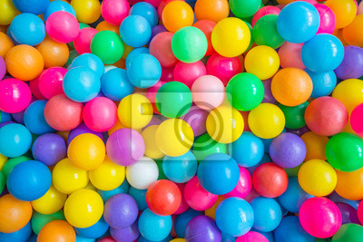 Obraz Odgórny widok wiele kolorowe piłki w balowym basenie przy indoors boisko