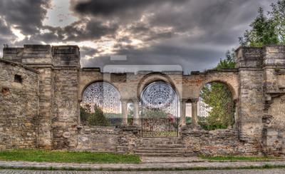 Ogrodzenie z ormiańskiej dzwonnicy katedralnej, Kamieniec Podolski, Ukraina