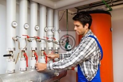 Ogrzewanie inżyniera w kotłowni dla systemu grzewczego