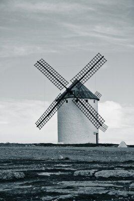 Obraz Old hiszpański wiatrak. Kontrasty obrazu