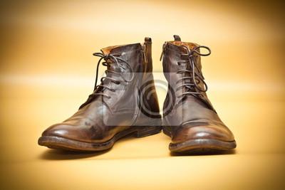 58932b8a Obraz Old-school buty skórzane brązowe. jesień żółte tony na wymiar ...