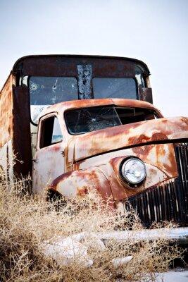 Obraz opuszczony samochód w wiejskich Wyoming