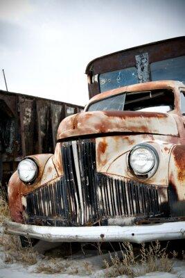 Obraz opuszczony samochód w wiejskich Wyoming Junkyard