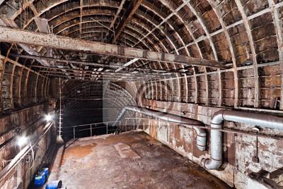 Opuszczony tunel metra. Kijów, Ukraina. Kijów, Ukraina