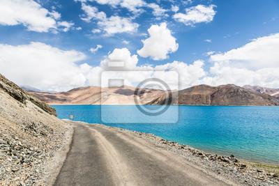 Oszałamiająca Jezioro Pangong w Ladakh, Indie. Jezioro graniczy