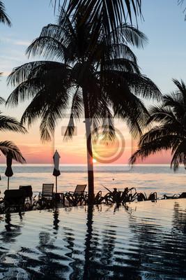 Oszałamiająca Zachód słońca w Koh Chang