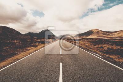 Obraz Otwarta droga w Glencoe w Szkocji. Szkodzkie wzgórza.