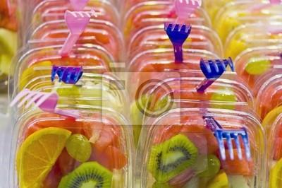 Owoce sałatka w rynku Boqueria na Ramblas w Barcelonie, Hiszpania