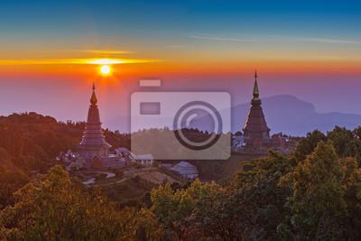 Pagoda na szczycie góry w Intanon parku narodowego, Tajlandia