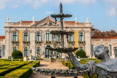 Pałac Narodowy i źródła ogrodach Queluz, niedaleko Lizbony, stolicy Portugalii