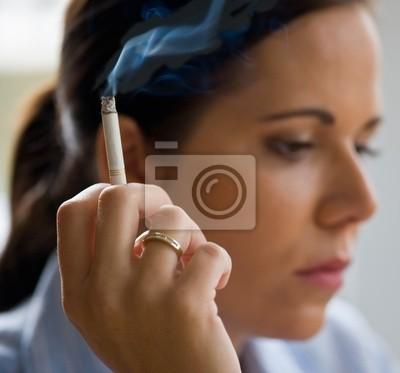 Palenie kobieta z cigare