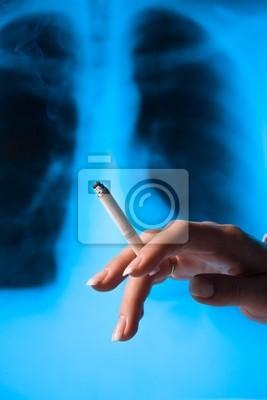 Palenie kobieta z papierosem
