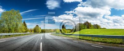 Obraz Panorama drogowego na słoneczny dzień wiosny