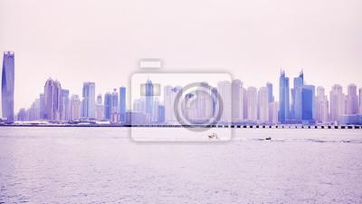 Panoramiczny obrazek Dubaj nabrzeża linia horyzontu, barwi stonowanego obrazek, Zjednoczone Emiraty Arabskie.