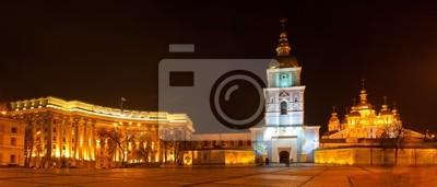 Panoramiczny widok Mikhaylivs'ka placu w Kijowie