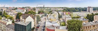 Panoramiczny widok na panoramę Szczecina widziany z dzielnicy Niebuszewo, Polska.