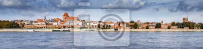 Panoramiczny widok na Starym Mieście w Toruniu na brzegu Wisły, w Polsce.