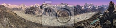 Panoramiczny widok na zachód słońca nad Everest Mountain Range, Nepalu.