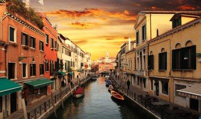 Obraz Panoramiczny widok słynnego Canal Grande od słynnego mostu Rialto na zachód słońca w Wenecji, Włochy z stylu retro vintage Instagram efekt filtra