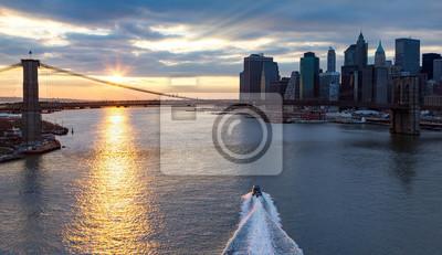 Panoramiczny widok z Brooklyn Bridge w Nowym Jorku Sunset