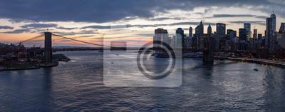 Panoramiczny widok z Brooklyn Bridge Zachód słońca w Nowym Jorku