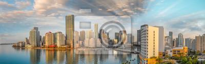Panoramiczny widok z lotu ptaka W centrum Miami i Brickell klucz przy wschodem słońca
