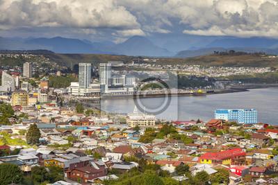 Panoramiczny widok z Puerto Montt w Chile.