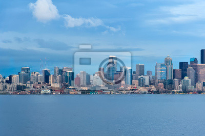 Panoramiczny widok z Seattle Downtown and Space Needle z Puget Sound