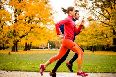Obraz Para jogging w jesiennej przyrody