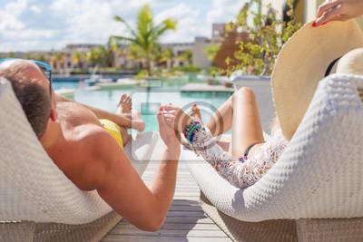 Obraz Para korzystających wakacje w luksusowym hotelu
