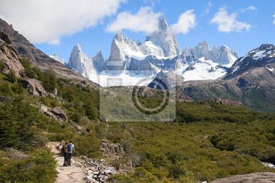 para Turystów W drodze na argentyński Szczyt Fitz Roy