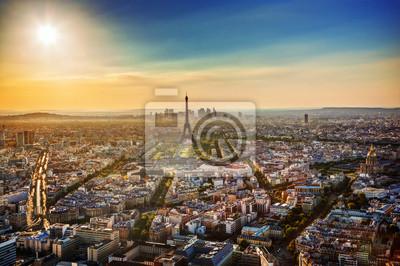 Paris, Francja na zachód słońca. Widok na wieży Eiffla, zabytki