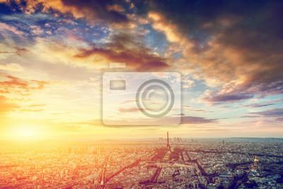 Paryż, Francja panorama, panorama o zachodzie słońca. Wieża Eiffla, Champ de Mars