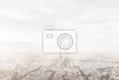 Paryż, Francja skyline w mglisty mgle. Wieża Eiffla mglisty, niepowtarzalny widok.