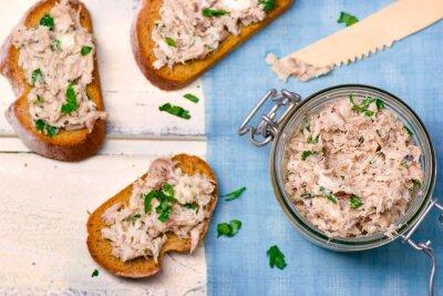 Obraz pasta z makreli na grzankach z grzankami