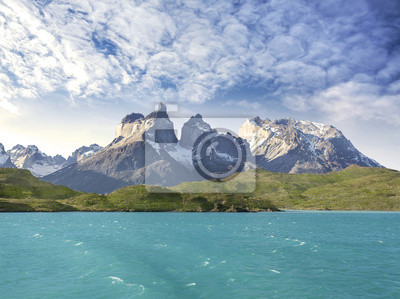 Pehoe górskie jezioro i Los Cuernos, Chile