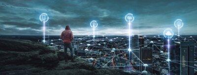 Obraz Person schaut auf eine Digitale Stadt