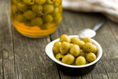 Obraz pestki oliwek zielonych w misce