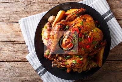 Obraz Pieczony Kurczak Z Pieczarkami I Ziemniakami Z Bliska Na