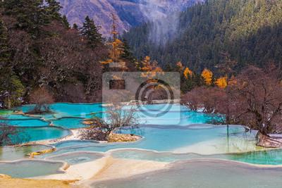 Piękna czysta woda w Huanglong, Chiny.