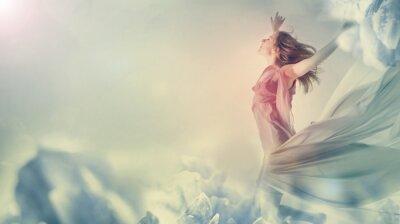 Obraz Piękna kobieta skoków na olbrzymim kwiatem