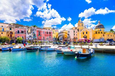 Piękna kolorowa wyspa Procida. Kampania, Włochy