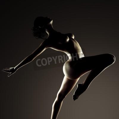 Obraz Piękna naga kobieta w ciemnym studio