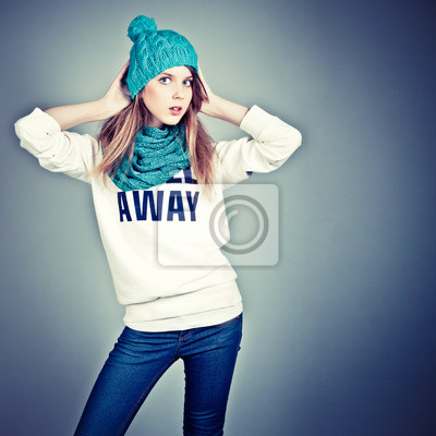 Obraz Piękna nastolatka w zimowe ubrania