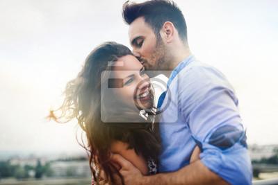 Obraz Piękna para zakochanych na zewnątrz randki